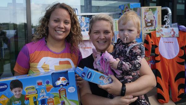 89 paller med legetøj til indlagte børn